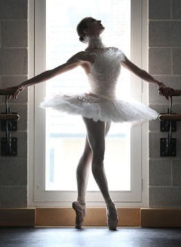 The-Dying-Swan-costume-de-001-Karl-Lagerfeld's-tutu-design-for-the-English-National-Ballet