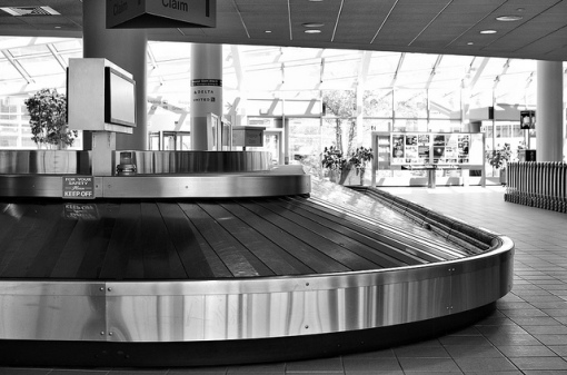 lost_luggage_baggage_carousel_les_taylor